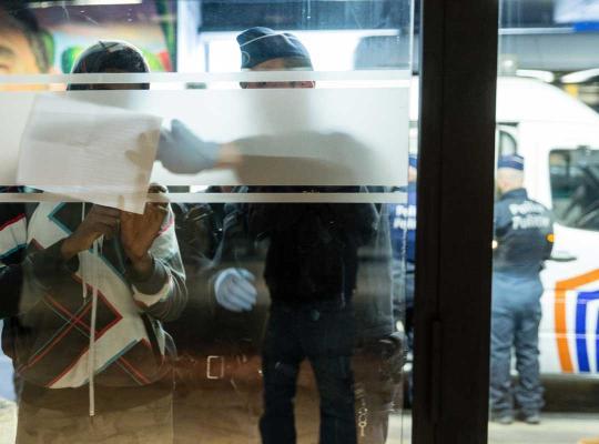 Politie op zoek naar transmigranten